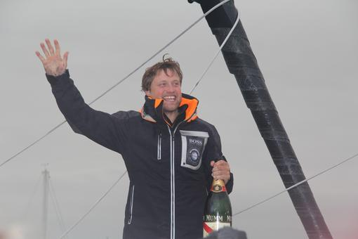 Alex Thomson fête sa 3ème place 2